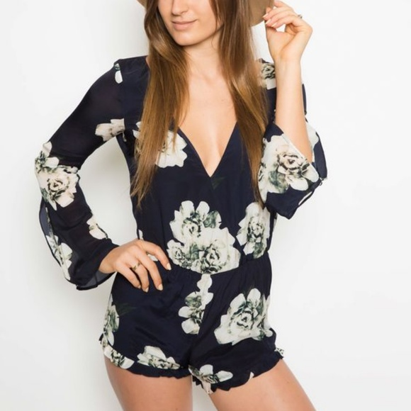 6f544fd715d NEW Winston White CLEO floral long sleeve romper